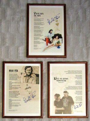 Kolekce tří podepsaných textů